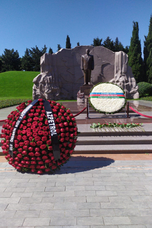 """Azpetrol"" company visited the grave of the Great Leader Heydar Aliyev."